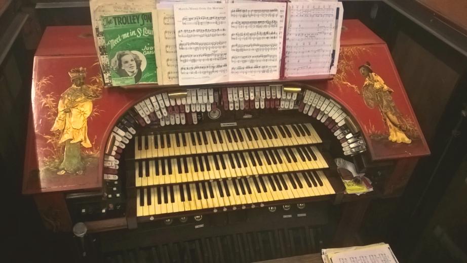 Compton Organ at Kinema